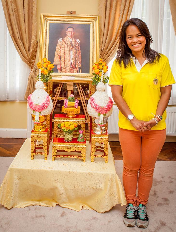 นางสาวสุกานดา ศรีเสน่ห์พร สมาชิกสมาคมล่ามฯ และเป็นช่างภาพในงานพิธีถวายพระพรในครั้งนี้ด้วย