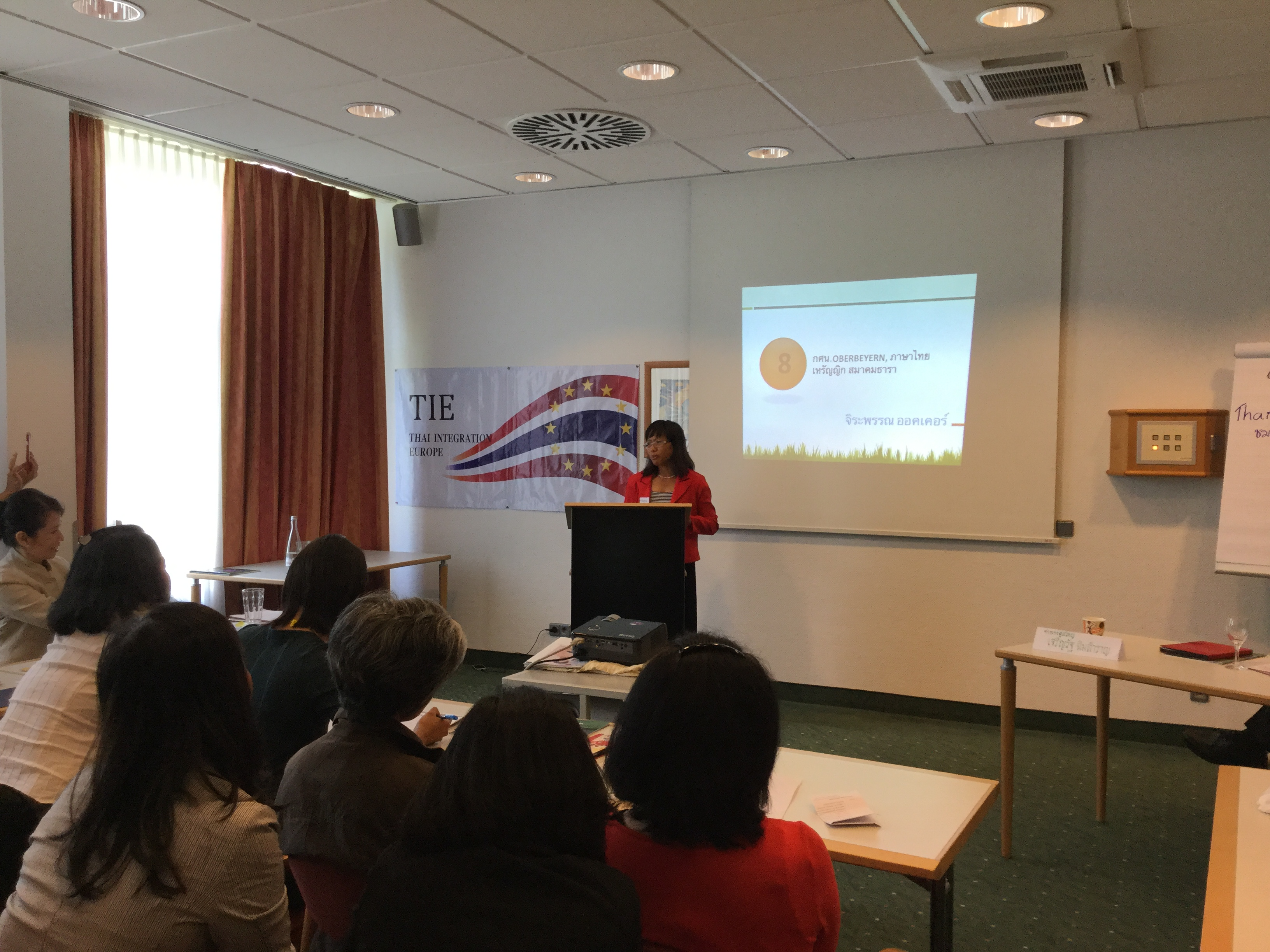 """คุณจิระพรรณ ออคเคอร์ บรรยายเรื่อง """"การสอนภาษาไทยให้เด็ก และงานด้านการเงิน"""""""